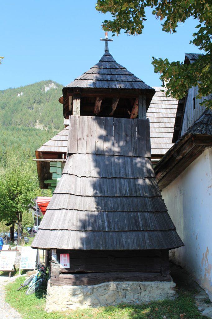 Drevená zrubová zvonica 03
