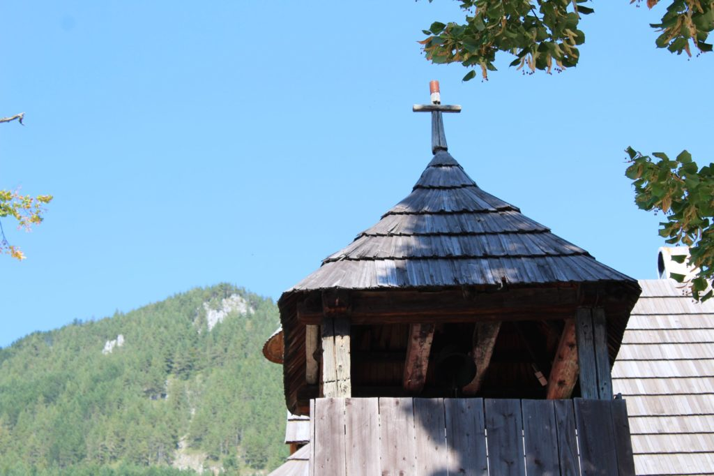 Drevená zrubová zvonica 04