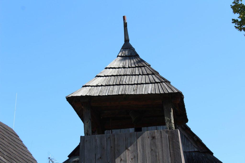 Drevená zrubová zvonica 06
