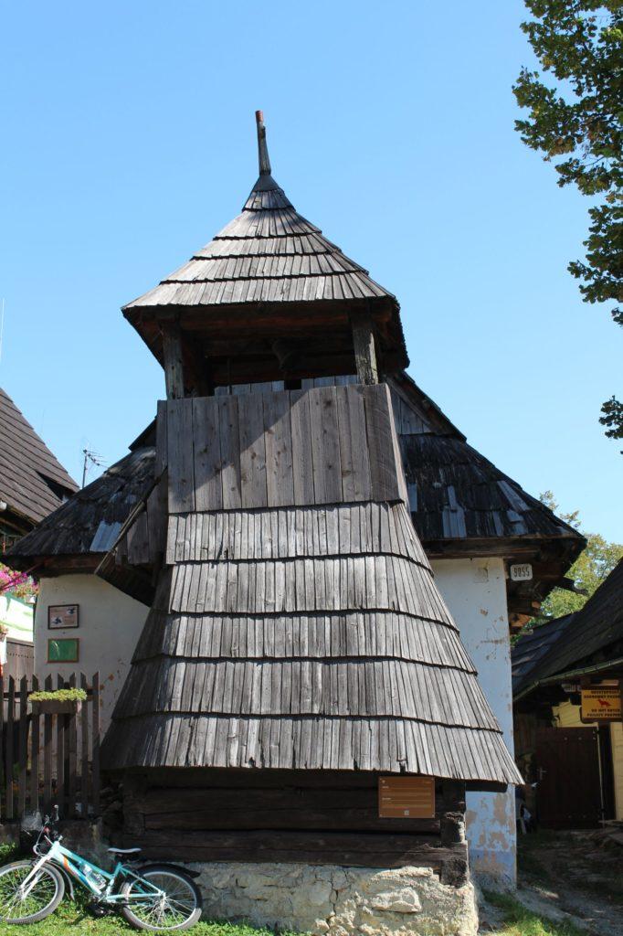 Drevená zrubová zvonica 07