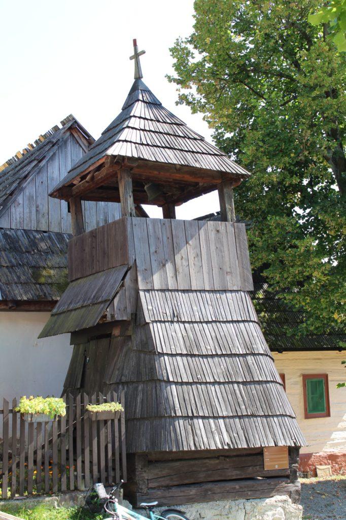 Drevená zrubová zvonica 08